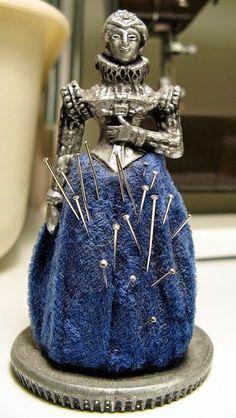 Милые сердцу штучки: Старинные аксессуары для рукоделия: шкатулки, игольницы, держатели для ниток