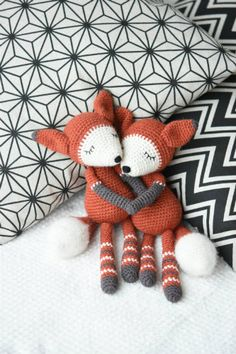 Mystique the Fox is an elegant and charming amigurumi toy. The design itself is simple bringing out the beauty of pure wool. A special characteristics is given by some nice decorative elements, hand stitched face and brushed tail.
