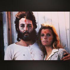 Selena Gomez publico una foto nostálgica hoy por la mañana, del cantante Paul McCartney junto a su primera y fallecida esposa Linda McCartney.