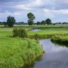 Op de grens tussen Overijssel en Drenthe slingert de Reest door het landschap…