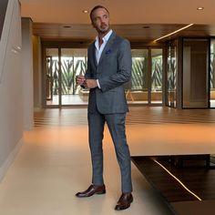 Terno cinza para os noivos: como usar? Suits, Style, Fashion, Gray Suits, Invisible Socks, Harris Tweed, Fun Socks, Shoes And Socks, Moda