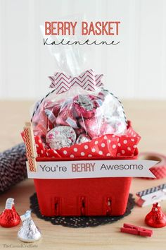 Berry Basket Valentine from www.thecasualcraftlete.com