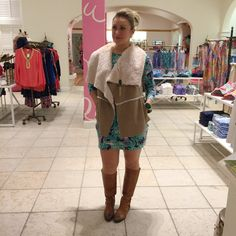 How to wear lilly pulitzer in winter boots and vest trunk show print #GoLilly #GoLinky - Fashion blog link up linky