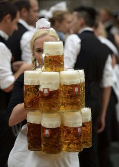 do they the waiters at Oktoberfest beer tents do it? This memorable image c. -How do they the waiters at Oktoberfest beer tents do it? This memorable image c. Oktoberfest Party, Paulaner Oktoberfest, German Oktoberfest, Oktoberfest Costume, Tapas, Beer Maid, British Beer, Beer Girl, Beer Garden