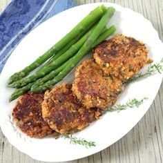 Love the look of these tasty treat! Sweet Potato and #Quinoa Cakes
