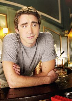 https://s-media-cache-ak0.pinimg.com/236x/d1/55/a0/d155a067d6d79575aa38ac85ec8ba302--attractive-men-lee-pace-pushing-daisies.jpg