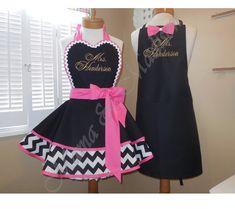 Retro Apron, Aprons Vintage, Ways To Lace Shoes, Restaurant Uniforms, Bathroom Crafts, Virtuous Woman, Cute Aprons, Sewing Aprons, Apron Designs