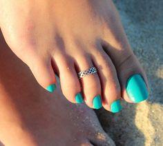 gah! toe rings!