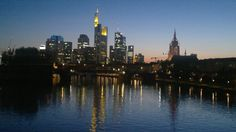 Skyline Frankfurt Abenddämmerung Main Wolkenkratzer