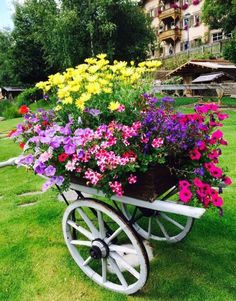 container gardening flower cart for the Country Cottage Garden Outdoor Planters, Garden Planters, Outdoor Gardens, Farm Gardens, Garden Organization, Flower Cart, Small Gardens, Dream Garden, Garden Projects
