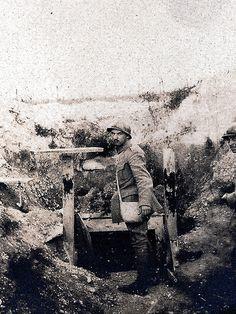 Verdun - lancé de grenade - (photo VestPocket Kodak Marius Vasse 1891-1987)   Flickr - Photo Sharing!