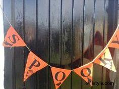 SPOOKY Halloween Burlap Banner, Halloween Bunting, Hessian Bunting, Halloween Decor. - http://evilstyle.com/spooky-halloween-burlap-banner-halloween-bunting-hessian-bunting-halloween-decor