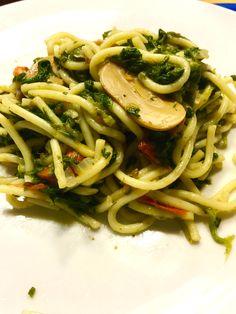 Spaghetti mit Blattspinat,Pilzen und Tomaten(klein gedrückt)