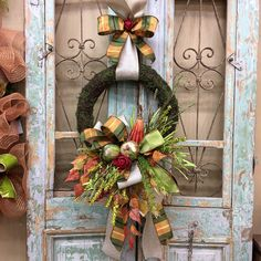 48 Stunning Christmas Door Decoration Ideas For Every Home. You will find a good deal of Christmas door decorating ideas for every home. Christmas Door Decorations, Decorating With Christmas Lights, Door Decorating, Fall Decorating, Christmas Ideas, Autumn Decorations, Christmas Lanterns, Christmas Things, Christmas Projects