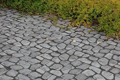 Louhikivi, musta, saumattu mustalla Grepur 294UV sauma-aineella. www.rudus.fi/pihakivet 20 M2, Terrace Garden, Sidewalk, Garden Ideas, Side Walkway, Walkway, Landscaping Ideas, Backyard Ideas, Walkways