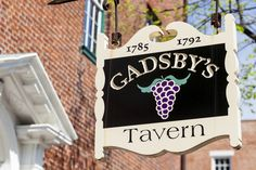 The DC area has many historic restaurants that offer a unique dining experience. Learn about the oldest taverns in the capital region (with a map). Washington Dc Eats, Washington Dc Restaurants, Washington Dc Travel, Alexandria Virginia, Old Town Alexandria, Pink Volkswagen Beetle, Dream City, Spring Break, Traveling