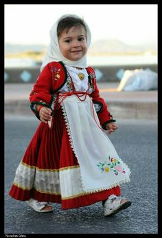 Cute Little Girl, Sardegna Costume, Sardinia Italy Precious Children, Beautiful Children, Beautiful Babies, Beautiful People, Kids Around The World, People Of The World, Kind Photo, Costumes Around The World, Baby Kind