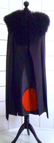 CAPE-schwarz-Groesse-S-8-wadenlang-Ubergangscape-mit-schwarzer-LAMMSTOLA