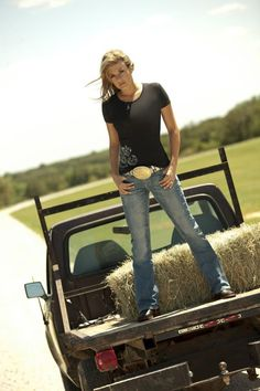 Girls with Trucks & Tractors By Razin Cane Hot Country Girls, Country Girl Quotes, Country Girl Style, Country Women, Girl Sayings, Country Music, Cowboy Girl, Sexy Cowgirl, Ford Girl