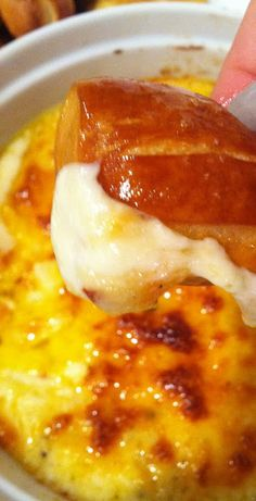 Baked Pepper Jack Cheese Dip with Soft Pretzel Bites, step-by-step tutorial. had me at pepper jack cheese dip! Dip Recipes, Snack Recipes, Cooking Recipes, Cooking Food, Cooking Tips, Think Food, I Love Food, Yummy Appetizers, Appetizer Recipes