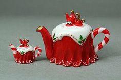 miniature Christmas teapots in 12th scale and quarter scale handmade emmaflam miniman paris miniatures