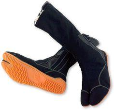 This is the footwear for ninja and samurai Tactical Clothing, Tactical Gear, Guerrero Ninja, Tabi Shoes, Ninja Outfit, Ninja Gear, Jedi Cosplay, Armas Ninja, Cyberpunk Fashion