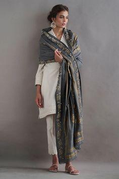 Pakistani Fashion Party Wear, Pakistani Fashion Casual, Pakistani Dresses Casual, Indian Fashion Dresses, Pakistani Dress Design, Abaya Fashion, Emo Fashion, Indian Wedding Outfits, Indian Outfits