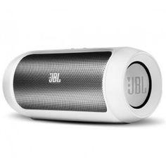 L'enceinte MP3 Charge 2 de JBL est une enceinte Bluetooth 3.0, compatible avec les smartphones, les tablettes et les baladeurs multimédia. Sa batterie lithium assure une autonomie de 12 heures environ. Elle sert également de station d'accueil puisqu'elle recharge simultanément votre appareil sur port USB pendant qu'elle joue vos playlists.Cette enceinte embarque deux haut-parleurs et deux radiateurs passifs pour la diffusion d'un son profond avec des basses précises et des voix claires.