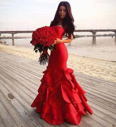 Vermelho é a cor do amor! #valentinesday ❤ . . . . . #red #vermelho #casamento #dress #dresses #sexy #vestidos #vestido #dream #weddingday #wedding #weddings #weddingdress #beautiful #goodnight #love #lovers #followers #noiva #bride #bridal #longdress #fashion #fashion #fashionista #sonhocasamento