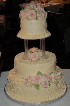 Bling Wedding Cakes, Wedding Cake Fresh Flowers, Wedding Cake Photos, Beautiful Wedding Cakes, Beautiful Cakes, Amazing Cakes, Dream Wedding, Old School Wedding, Castle Wedding Cake