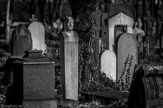 https://flic.kr/p/w6FkeD | Halle (Saale), Stadtgottesacker | Der Stadtgottesacker zu Halle ist ein bau- und kunstgeschichtlich wertvolles Monument der Friedhofskultur der Renaissance in Deutschland. Er wurde den Grundregeln der Denkmalpflege gemäß erhalten, instand gesetzt und restauriert. Die abgebildeten  Grabmale sind Zeugnisse der Bildenden Kunst des späten 19. und frühen 20. Jahrhunderts.  www.architekt.zaglmaier.de/halle-stadtgottesacker/