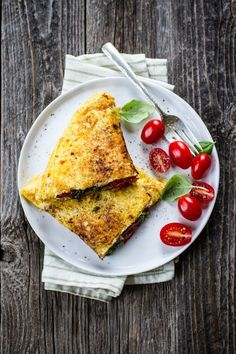 Pesto & roasted tomato omelet