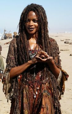 Naomie Harris as Tia Dalma/ Calypso- Pirates of the Caribbean Larp, Calypso Pirates, Tia Dalma, Voodoo Costume, Voodoo Halloween, Halloween Inspo, Estilo Tribal, Pirates Of The Caribbean, Grunge Hair