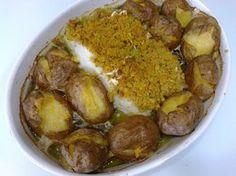 Bacalhau com broa e migas de couve Portuguese Recipes, Portuguese Food, Spanish Food, Top Recipes, Yams, Food Inspiration, Food Porn, Pork, Food And Drink
