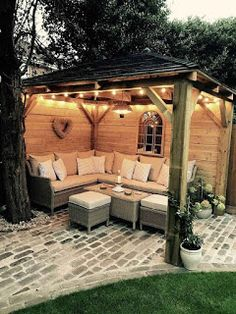 Cozy Backyard Design with a Gazebo Pergola Patio, Small Backyard Patio, Backyard Seating, Modern Pergola, Backyard Shade, Small Pergola, Screened Gazebo, Garden Gazebo, Backyard Retreat