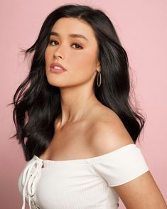 """From """"Loving the all-natural look I can achieve with Maybelline's NEW Color Sensational Liquid Matte Lipstick! Its soft, creamy formula leaves a lightweight feel on the lips 👄 Try it out today! Liza Soberano, Color Sensational, Cute Beauty, Interesting Faces, Natural Looks, Woman Face, Pretty Face, Selena Gomez, Maybelline"""