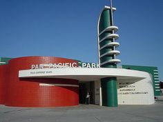 Gone but not forgotten: the Streamline Era architectural icon. The Pan-Pacific Auditorium, an arena-entertainment venue that served the Los Angeles area for cl… Amazing Architecture, Art And Architecture, Architecture Details, Art Nouveau, Streamline Moderne, Art Deco Buildings, Art Deco Home, Building Art, Art Deco Period
