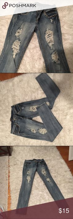Ripped Skinny Jeans with Studs Only worn twice. Great condition! Studs along the pockets. Great quality. Size 29. Forever 21 Pants Skinny