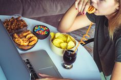 Having a hard time staying on your diet during stressful times? Learn why that happens, and get some tips on how to control the urge to make unhealthy choices. Eating Fast, Binge Eating, Stop Eating, Healthy Food List, Healthy Treats, Healthy Eating, Ways To Reduce Stress, Stress Eating, Getting Hungry