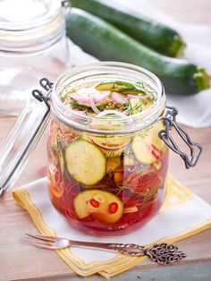 Pickled zucchini recipe DELICIOUS - Our popular pickled zucchini recipe and over other free recipes LECKER. Good Food, Yummy Food, Tasty, Zucchini Pickles, Pickled Zucchini, Popular Recipes, Free Recipes, Us Foods, Grilling Recipes