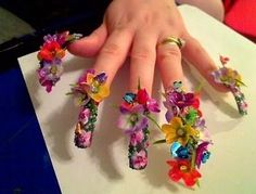 Take a Look at the 10 craziest manicures we've EVER seen! | ¿Qué Más?