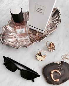 aesthetic flatlay shared by 𝐀 on We Heart It Parfum Yves Saint Laurent, Fashion Fotografie, Perfume Parfum, Cristian Dior, Jewelry Accessories, Fashion Accessories, Dainty Jewelry, Fashion Jewelry, Classy Aesthetic