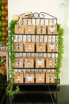Beautiful paper bags with clutches decorated with jungle animals for a . - Beautiful paper bags with clutches decorated with jungle animals for a Lion King celebration - Safari Theme Birthday, Jungle Theme Parties, Wild One Birthday Party, Safari Birthday Party, Baby Boy 1st Birthday, Jungle Party, Animal Birthday, 1st Birthday Parties, Safari Party Favors