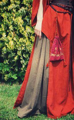 Robe et aumônière médiévales par Lorliaswood