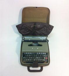 Olivetti Lettera 22 Typewriter with Case | eBay