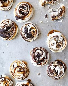 Salted Caramel And Chocolate Meringues via @feedfeed on https://thefeedfeed.com/floatingkitchen/salted-caramel-and-chocolate-meringues