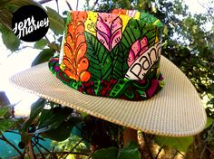 ☀️QUE VIVA EL SOL ☀️ sombreros pintados a mano, en honor a la flora y fauna de Panamá!! #sombrerospintados #hechoamano #handmade #panama #bellopanama #vivaelverano #jenimarley Contacto marleypanamarte@gmail.com Painted Hats, Tole Painting, Summer Hats, Fauna, Beret, Sun Hats, Caps Hats, Panama Hat, Diy Crafts
