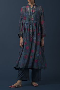 COROMANDEL Celebrating ancient Chintz florals from the Coromandel Coast on a range of printed silhouettes. Ethnic Outfits, Indian Outfits, Trendy Outfits, Fashion Outfits, Indian Attire, Indian Wear, Indian Couture, Pakistani Outfits, Kurta Designs