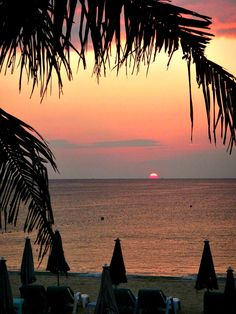 Sunset over Karon Beach, Phuket, Thailand - more Phuket photos on our blog: www.ytravelblog.com/things-to-do-in-phuket/