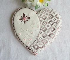 Srdce k různým příležitostem Dekorativní předmět - perníkové srdce Cena je za 1 ks ve velikosti 20 cm,balený do celofánu.